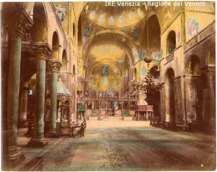131 - Interno della Basilica di S. Marco / positivo / Filippi, Tomaso; / 1895 ( ca. )