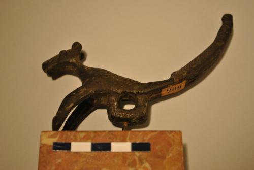 maniglia a incastro/elemento decorativo / canide / epoca romana?